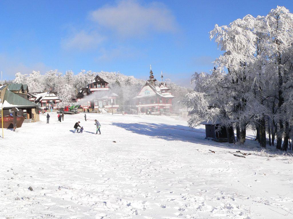http://www.dolnibecva.cz/fotos/fotogalerie/zima-pustevny.jpg